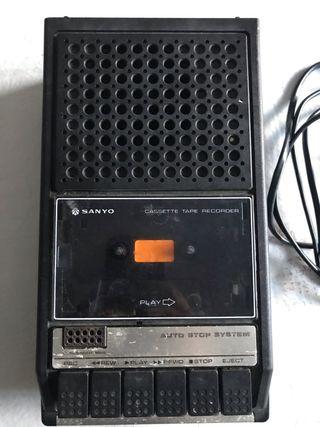 Cassette grabador Sanyo vintage