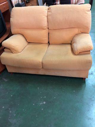 Sofá de 2 plazas amarillo muy cómodo