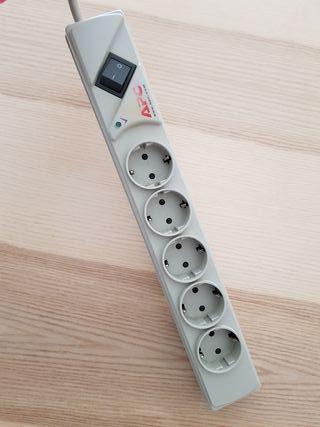 Regleta base múltiple APC 5 tomas con interruptor