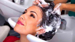 Se traspasa peluquería y estética