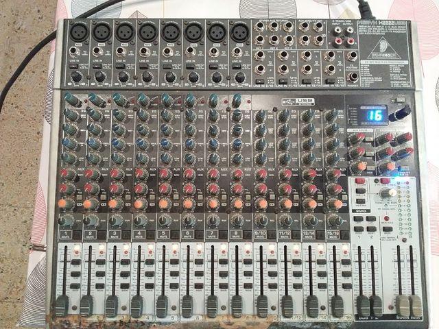 Mesa de mezclas Behringer XENYX X2222 USB