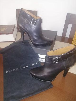 Zapatos de cuero de lujo (Barbara bui)