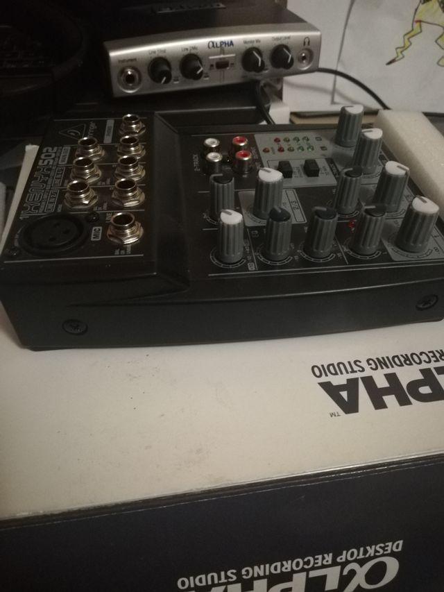 mesa de mezclas behringer xenyx 502 nueva