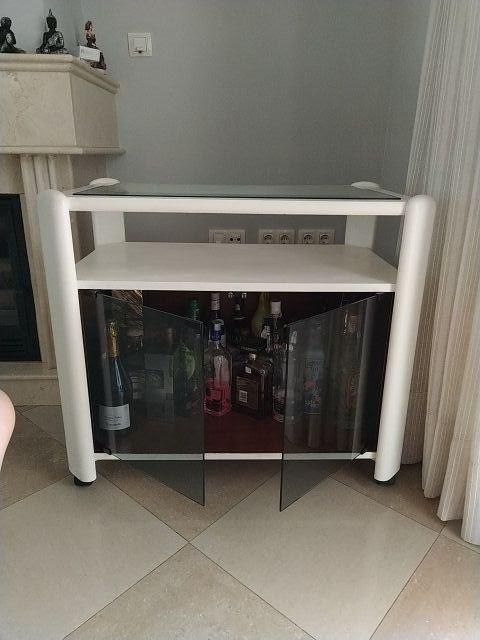 Mesa botellero para televisor o para ornamentacion