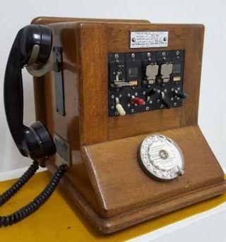 Centralita telefónica antigua. Años 40-50.