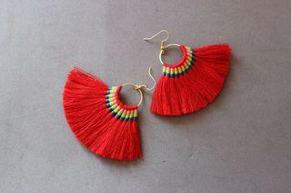 pendientes con borlas hecho a mano rojo