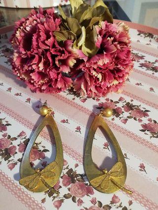 Pendientes oro viejo y Flor Blanco Azahar