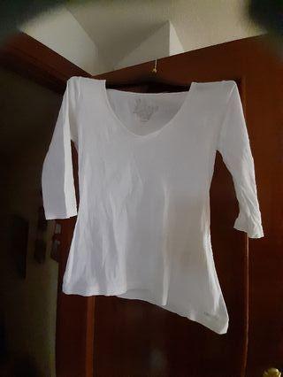camiseta talla L parece que tiene manchas pero noo