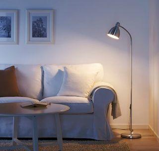 Lámpara de pie ikea de aluminio