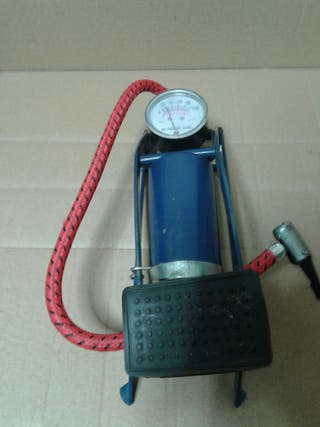BOMBA PEDAL INFLADO MANOMETRO 1 CILINDRO 7KG MAXIMO