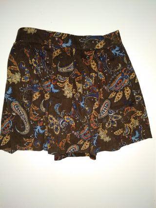 Falda de pana marrón con flores