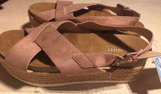 Sandalia plataforma color rosa talla 38