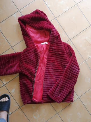 chaqueta peluche capucha rojo