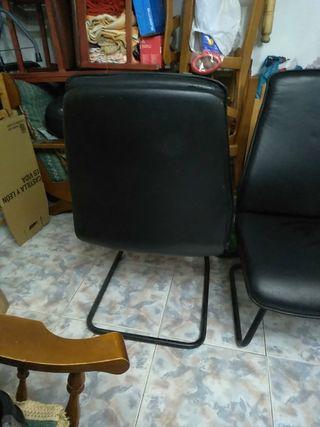 Pareja de sillones negros de cuero retro