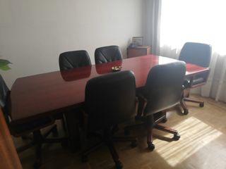 mesa de juntas y 6 sillones de piel