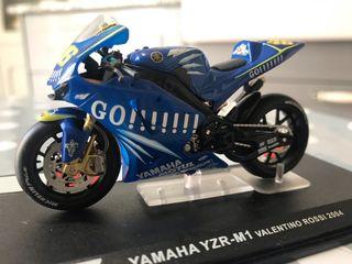 Yamaha YZR M1 Valentino Rossi escala 1/24