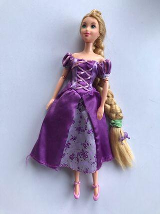 Muñeca Rapunzel Mattel tipo Barbie