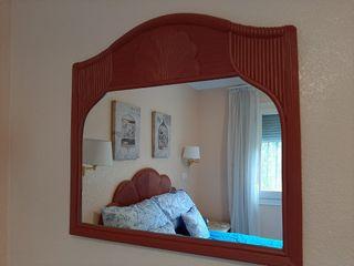 Cabecera + 2 mesitas de noche + espejo de mimbre