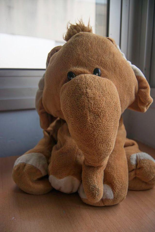 Peluche elefante color marrón