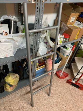Escalera habitación infantil y litera