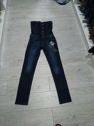 mono pantalón tejano