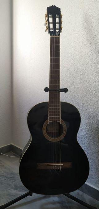 Guitarra clásica negra Salvador Cortéz