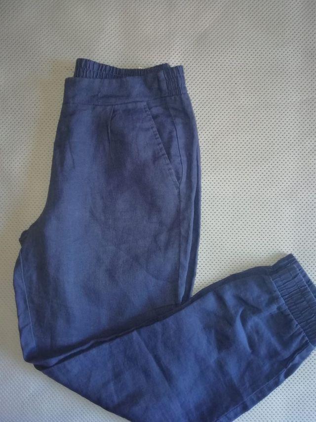 Pantalones azules de Benetton.