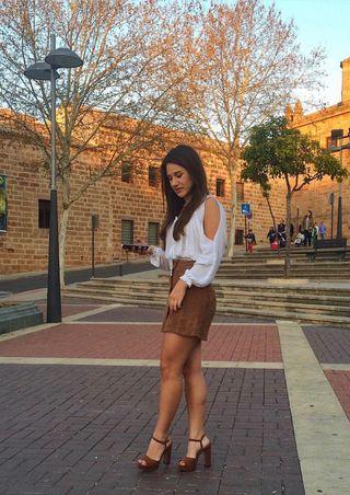 Falda cuero marrón