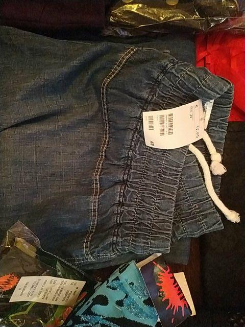 ropa nueva con etiquetas
