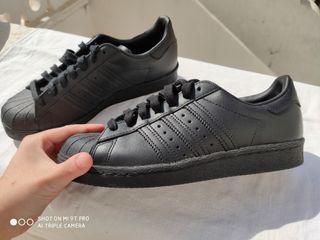 zapatos negros Adidas de mujer
