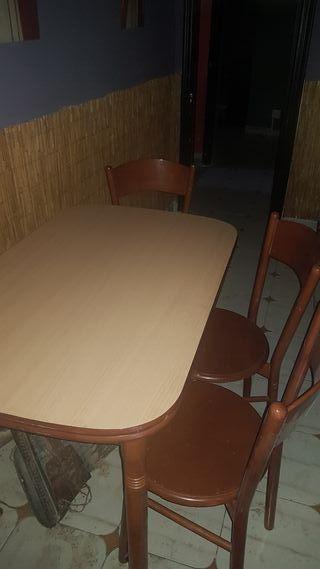 mesa cocina extensible 1,10x0,70 cm y 4 sillas