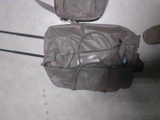 maleta de piel marrón