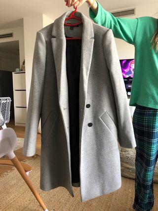 Abrigo gris nuevo