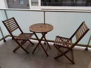 Mesa y sillas madera plegables