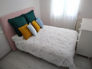Colchón + somier de láminas + Patas