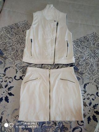 Chaleco y falda