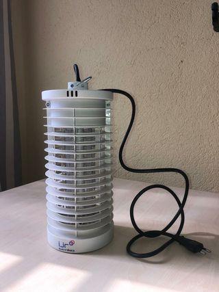Lámpara ultravioleta. Insectos voladores