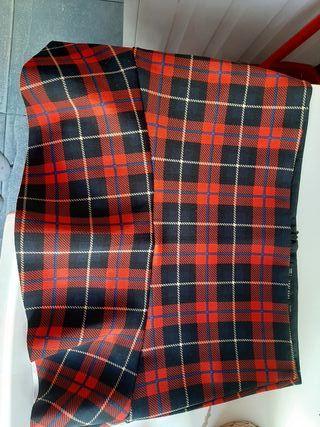 Mini falda de cuadros de Zara