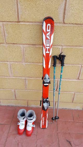 Equipo completo de esqui junior en León.