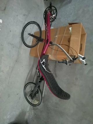 bicicleta reclinada o reclinable