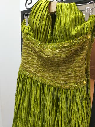 Vestido de fiesta verde tableado