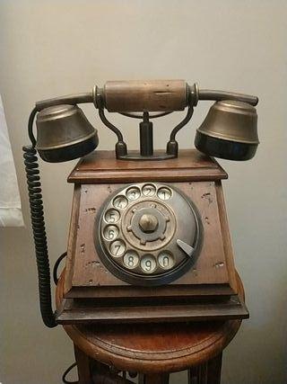 Teléfono antiguo de ruleta numérica.
