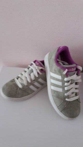 Bambas/deportes niña de la marca Adidas. N° 30.