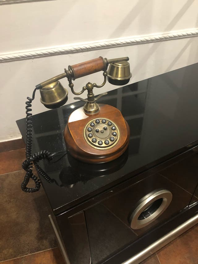 Telefono diseño estilo antiguo
