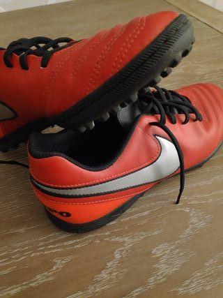 Botas Nike Fútbol 5-7 Tacos goma