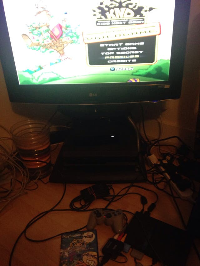 Sony PlayStation 2 (with Memory Card 8MB) +1 Game