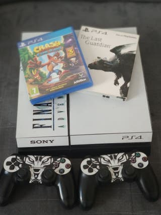 play station 4 + 2 controllers 150£