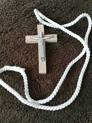 cruz de madera para comunión