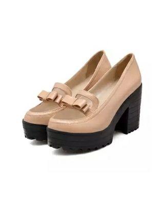 Preciosos zapatos color nude 38