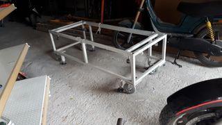 Mesa metálica con ruedas de trabajar